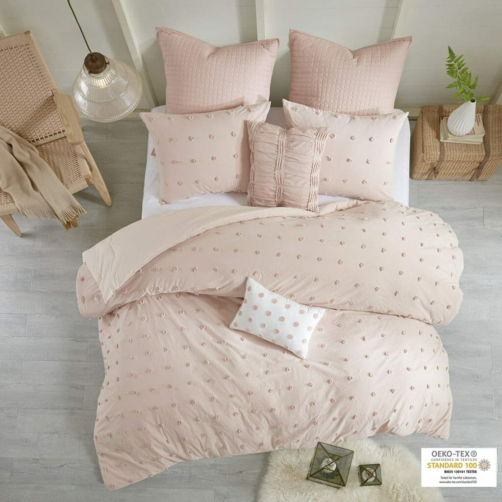 Best Dorm Bedding for Female College Students 1