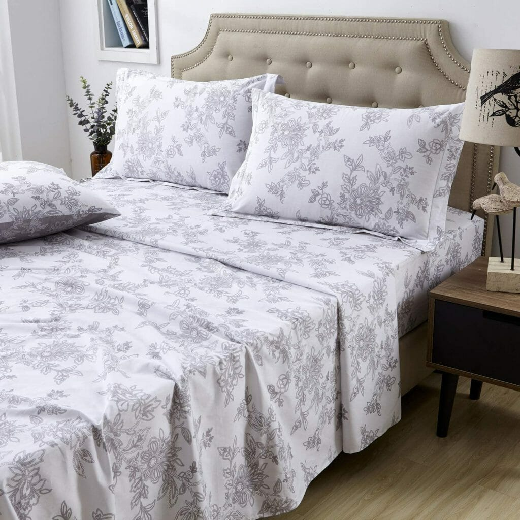 Best Dorm Bedding for Female College Students 10