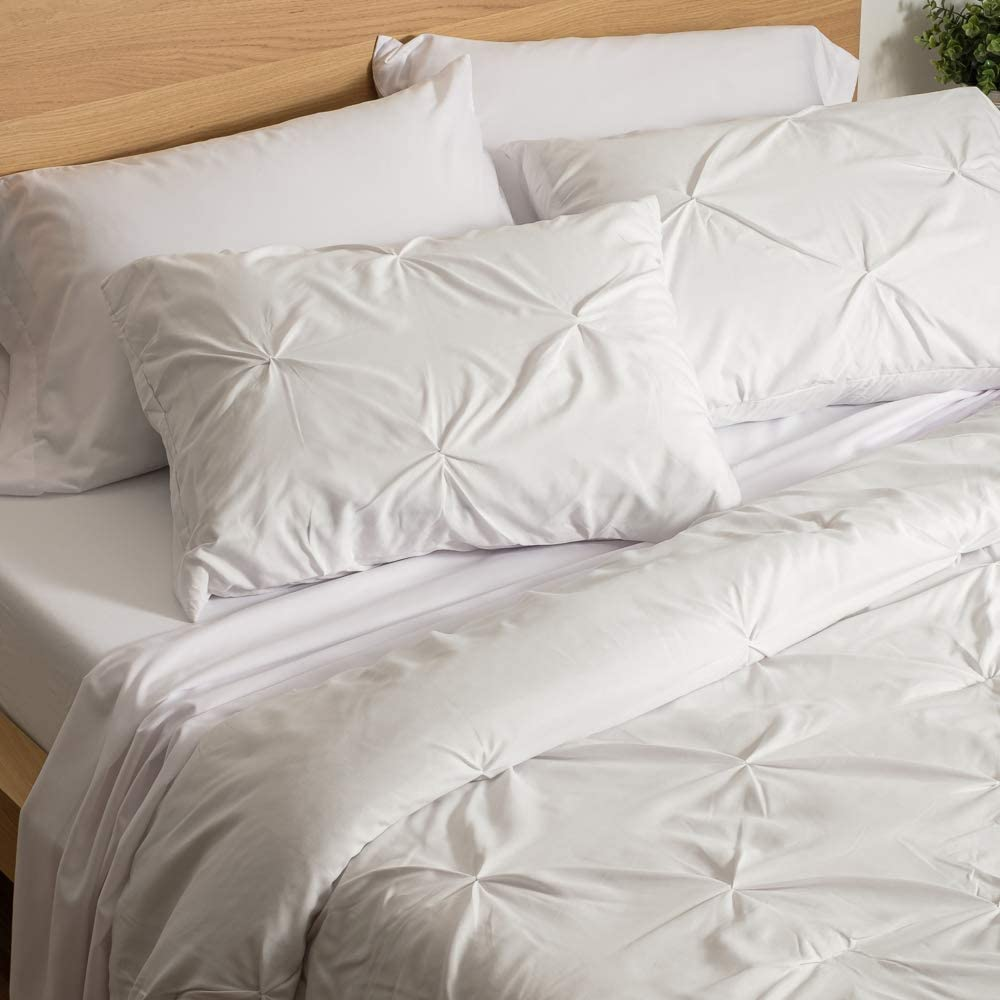 Best Dorm Bedding for Female College Students 3