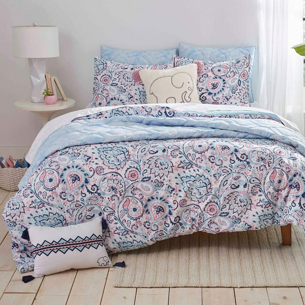 Best Dorm Bedding for Female College Students 4