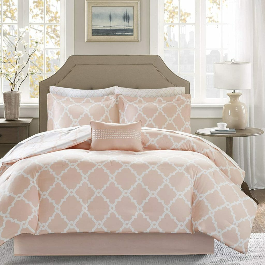 Best Dorm Bedding for Female College Students 5