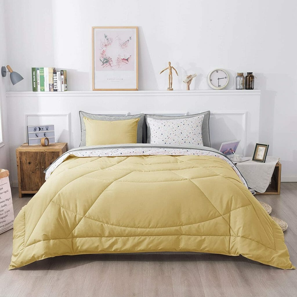 Best Dorm Bedding for Female College Students 7