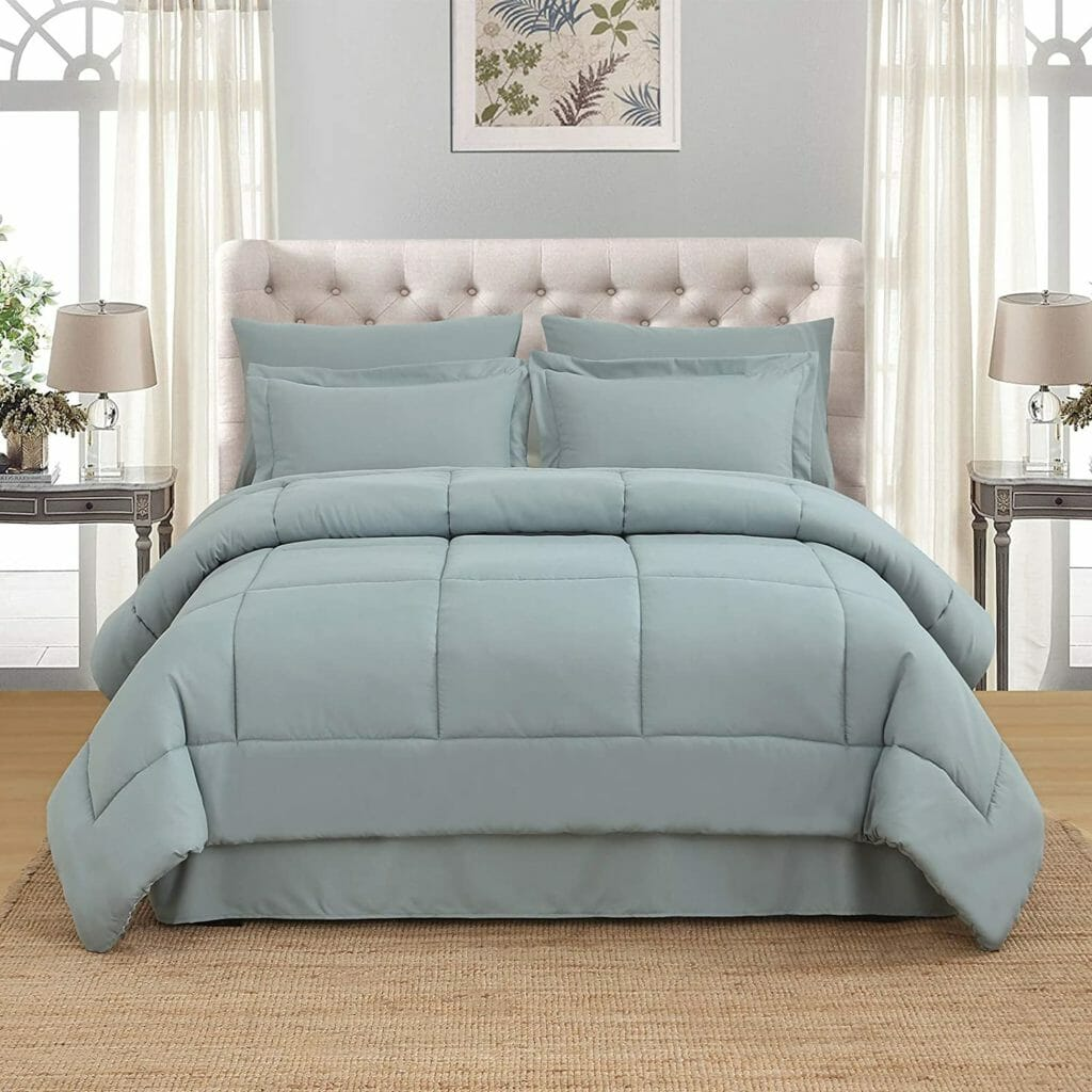 Best Dorm Bedding for Male College Students 8