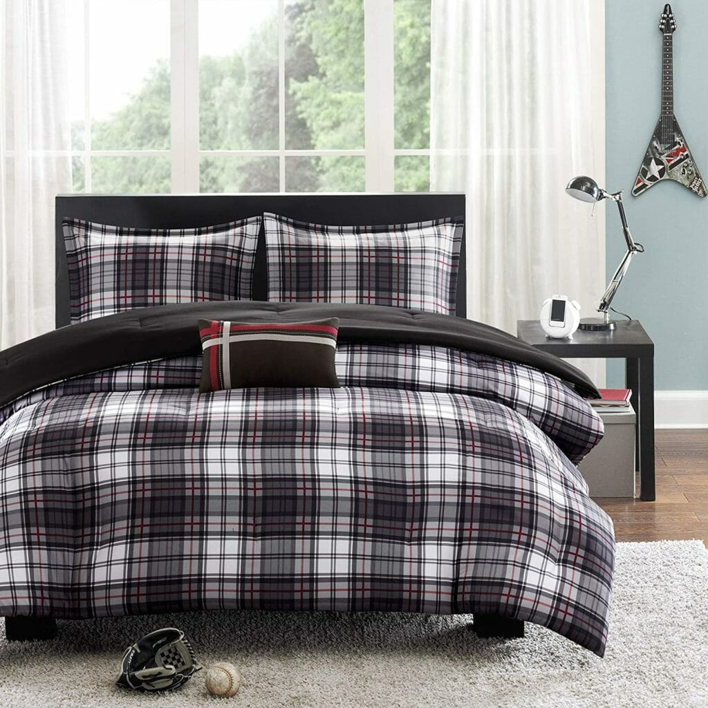 Best Dorm Bedding for Male College Students 9